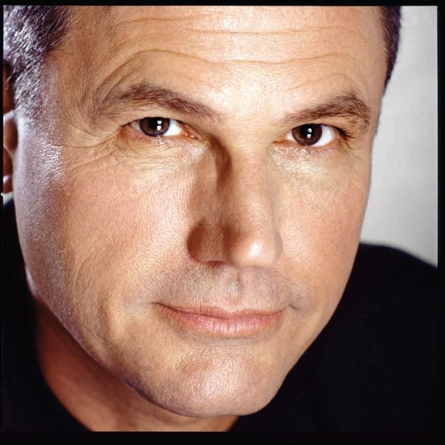 Robert crais   credit photograph of the author   2009 exley foto  inc. usjqsz