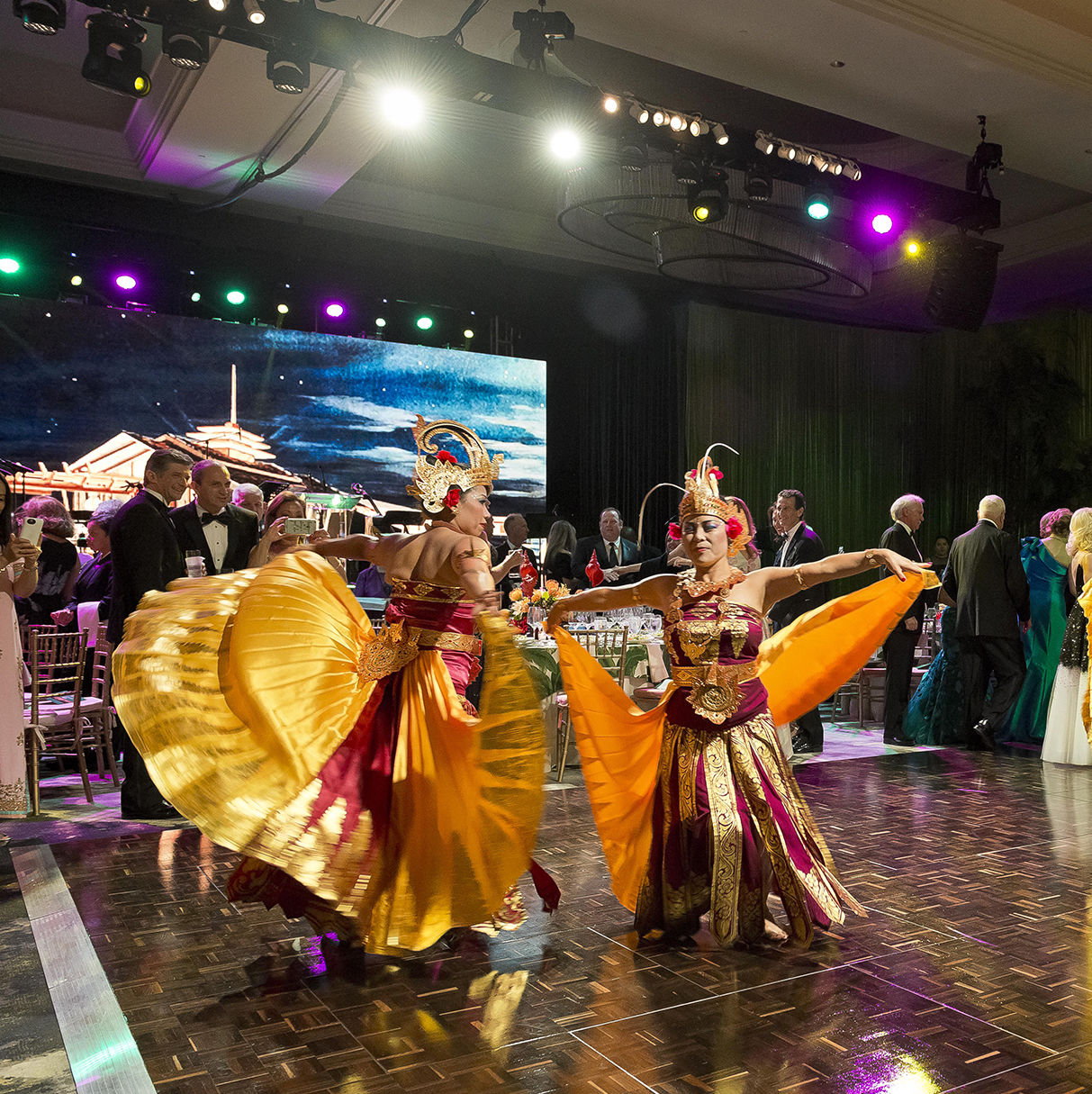Dancers at the houston symphony ball  photo by anthony rathbun kqh9ve