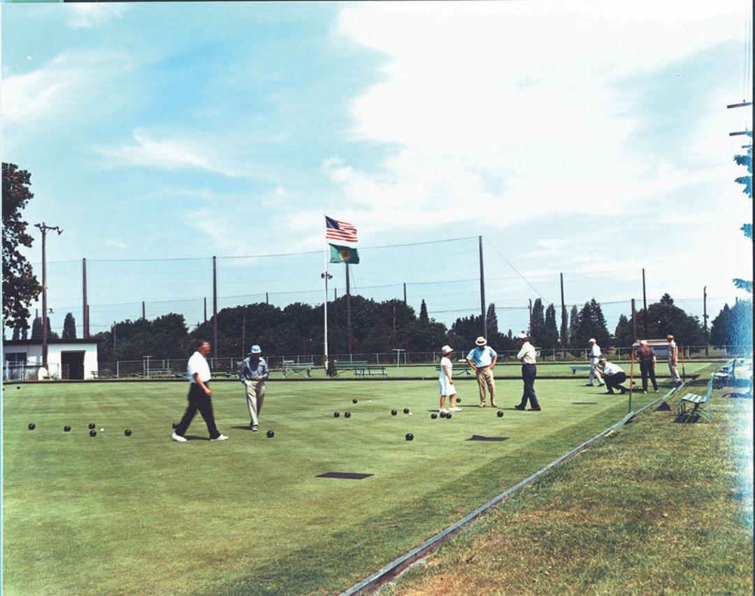 Lawn bowlers o6mzbg