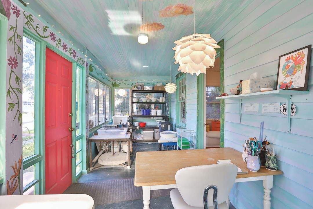 002 enclosed porch cqtln9