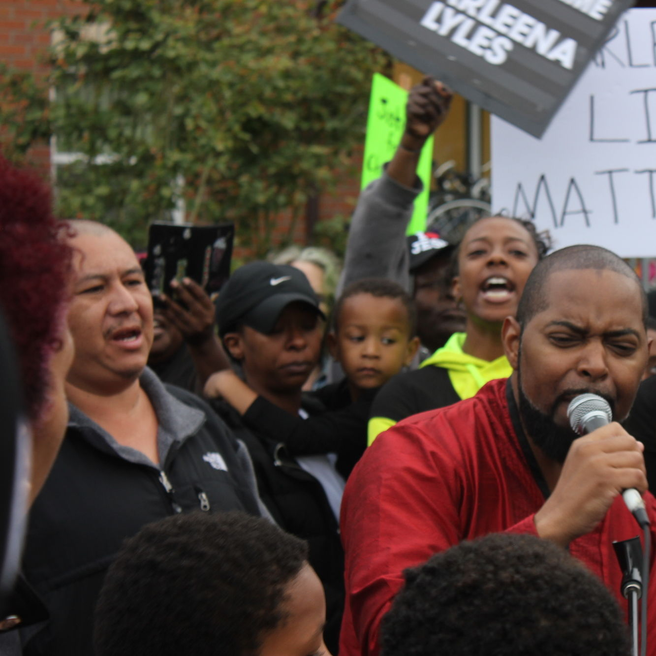 Andre taylor charleena lyles rally family behind brettler family place hayat ivjc2f