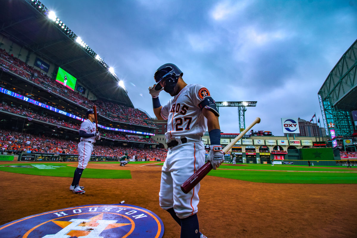 In Photos: Astros Edge A's in Home Opener
