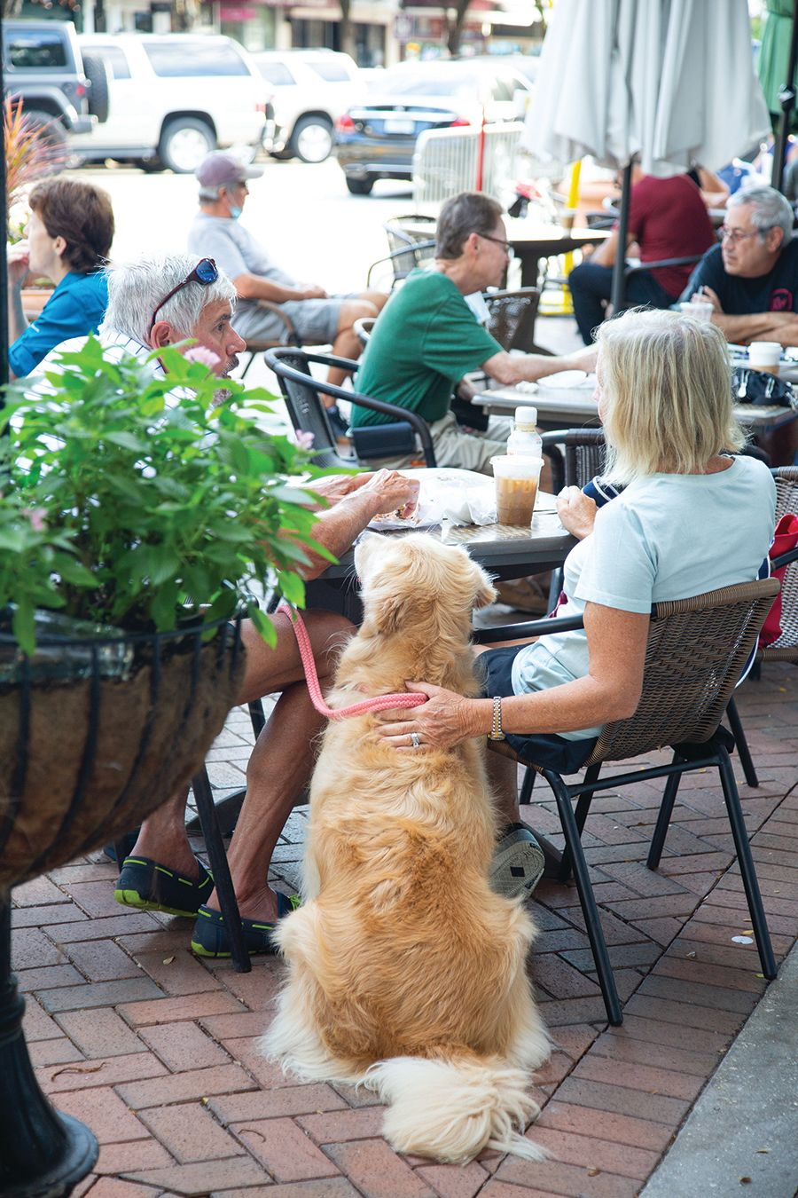 A sidewalk cafe on Main Street