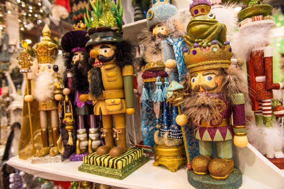 Nutcrackers on display horizontal qegwu1