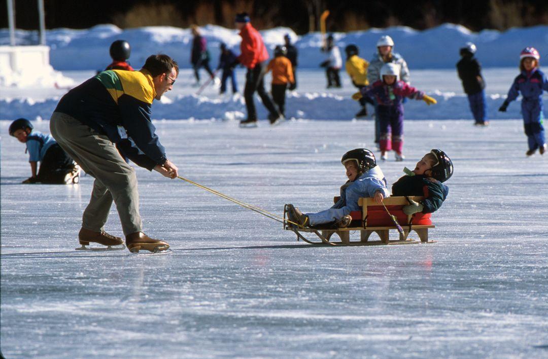 Cosu winter 2012 family ice skating gsgyly