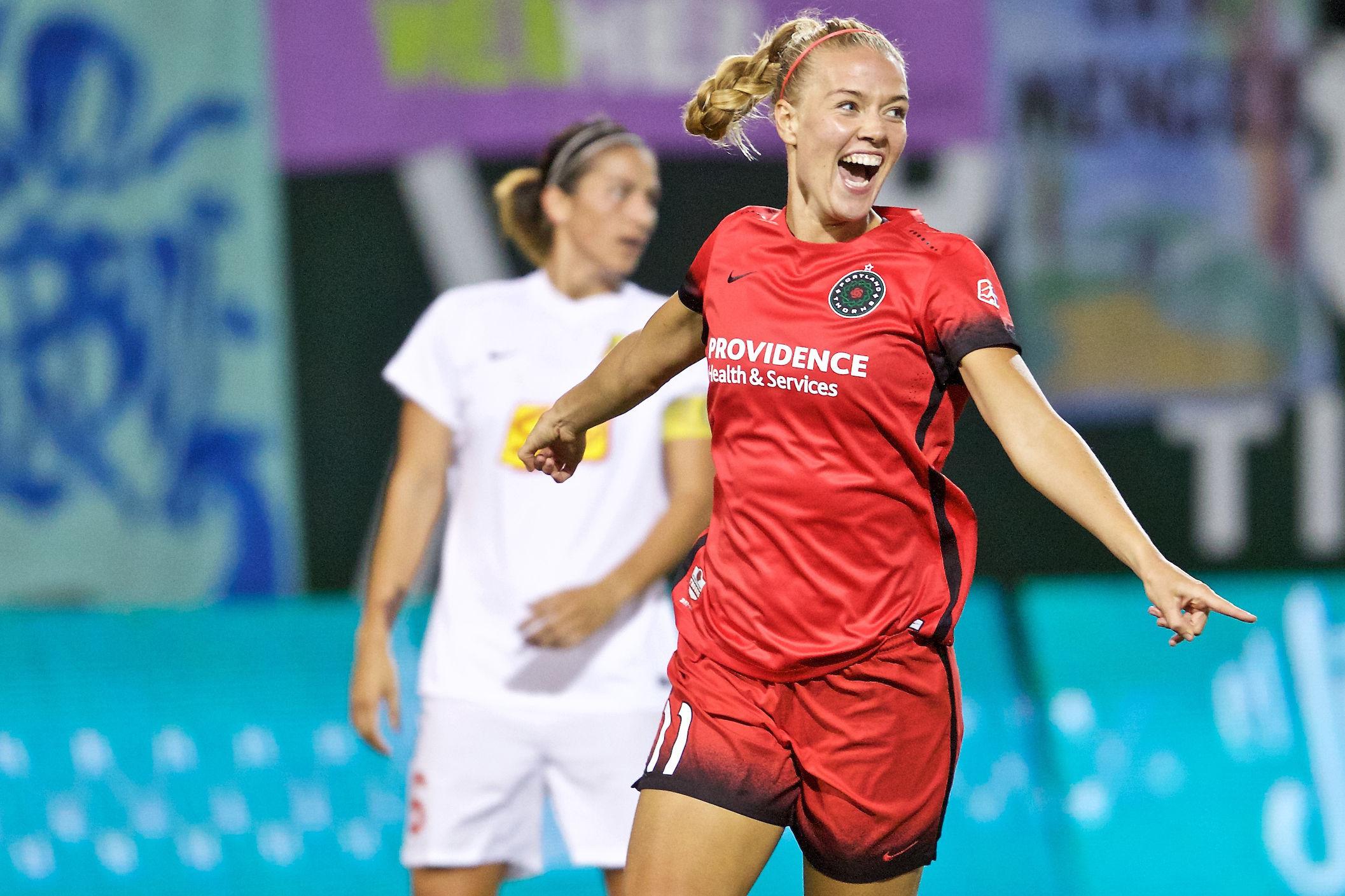 Dagny brynjarsdottir celebrates game winning goal lrhiku