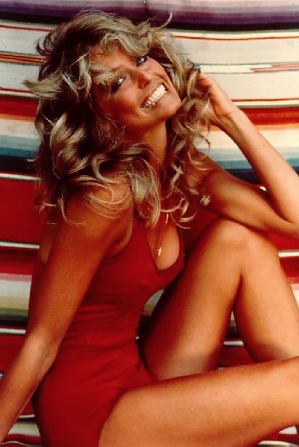 Farrah fawcett in her famous red swimsuit poster pose from 1977 f2knau