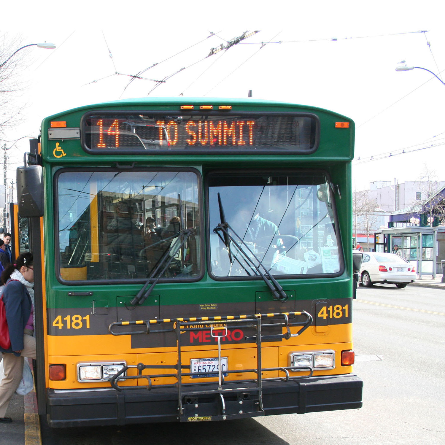 Bus in downtown r1opjf