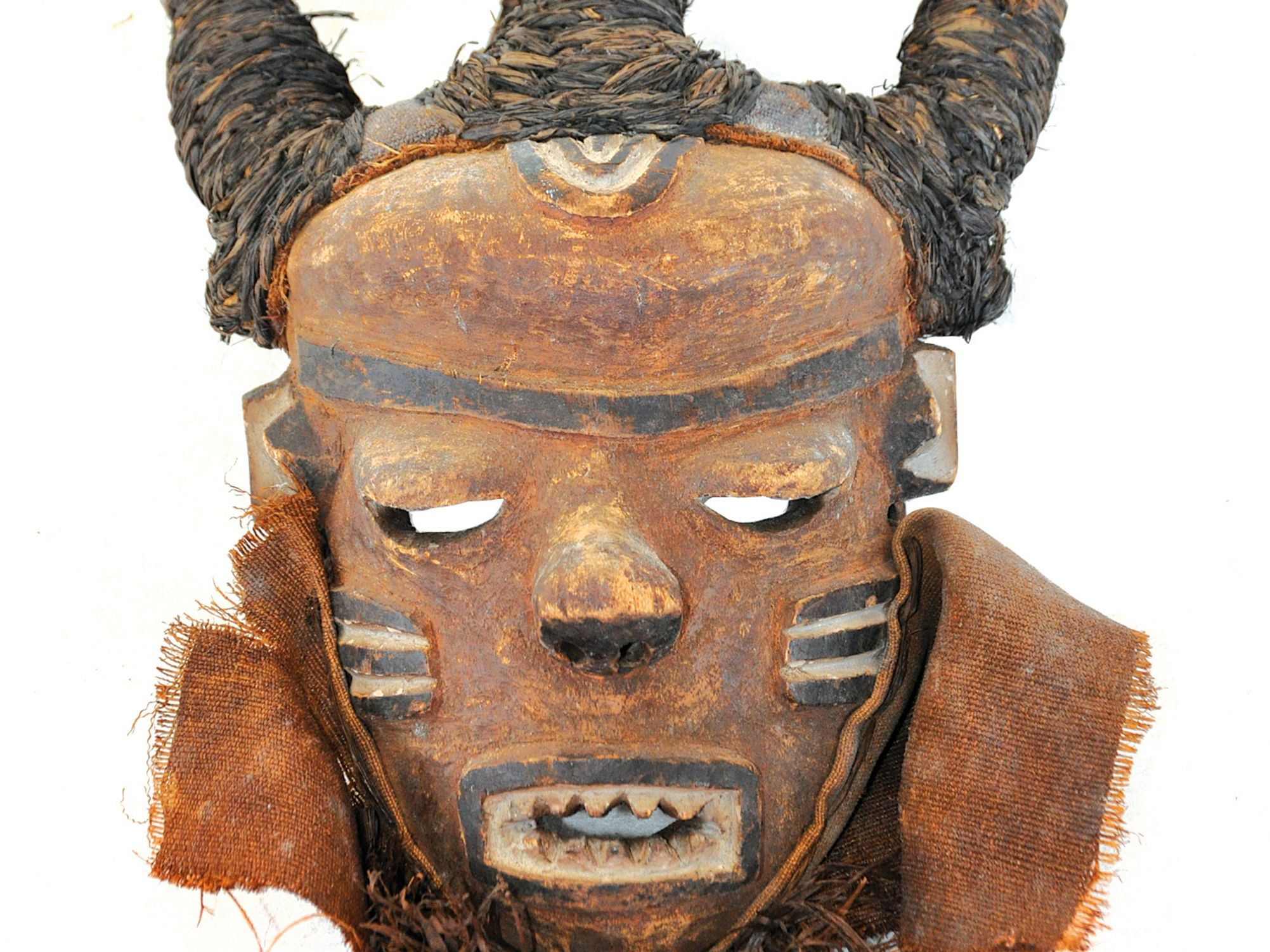 1216 ice house hoarder african art collector mask t9jzrp