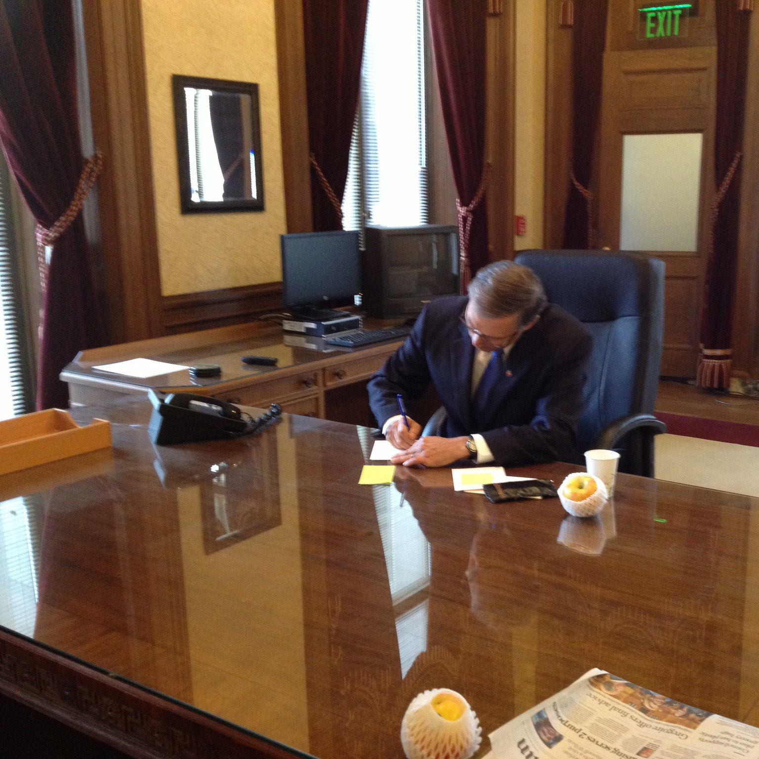 Governor jay inslee before inaugural address keddcf