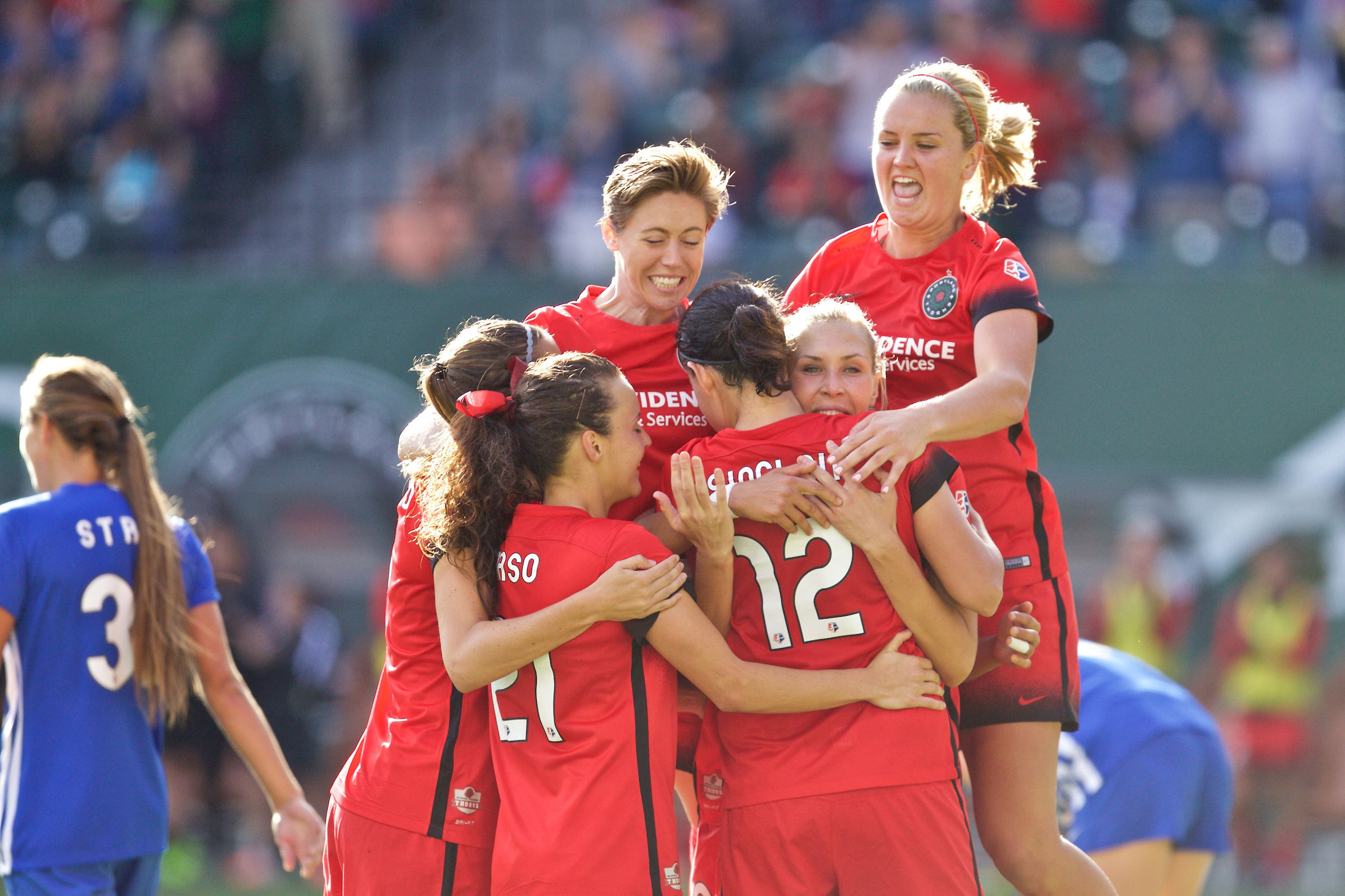 Allie long celebrating goal arjbva