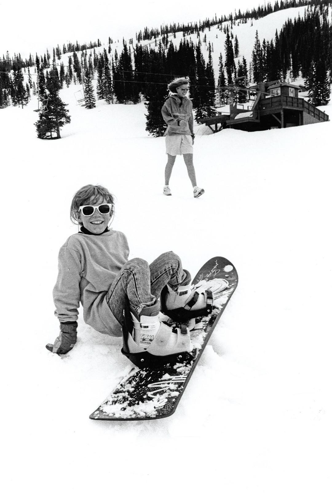 0215 breaking trail snowboarder pgckvf