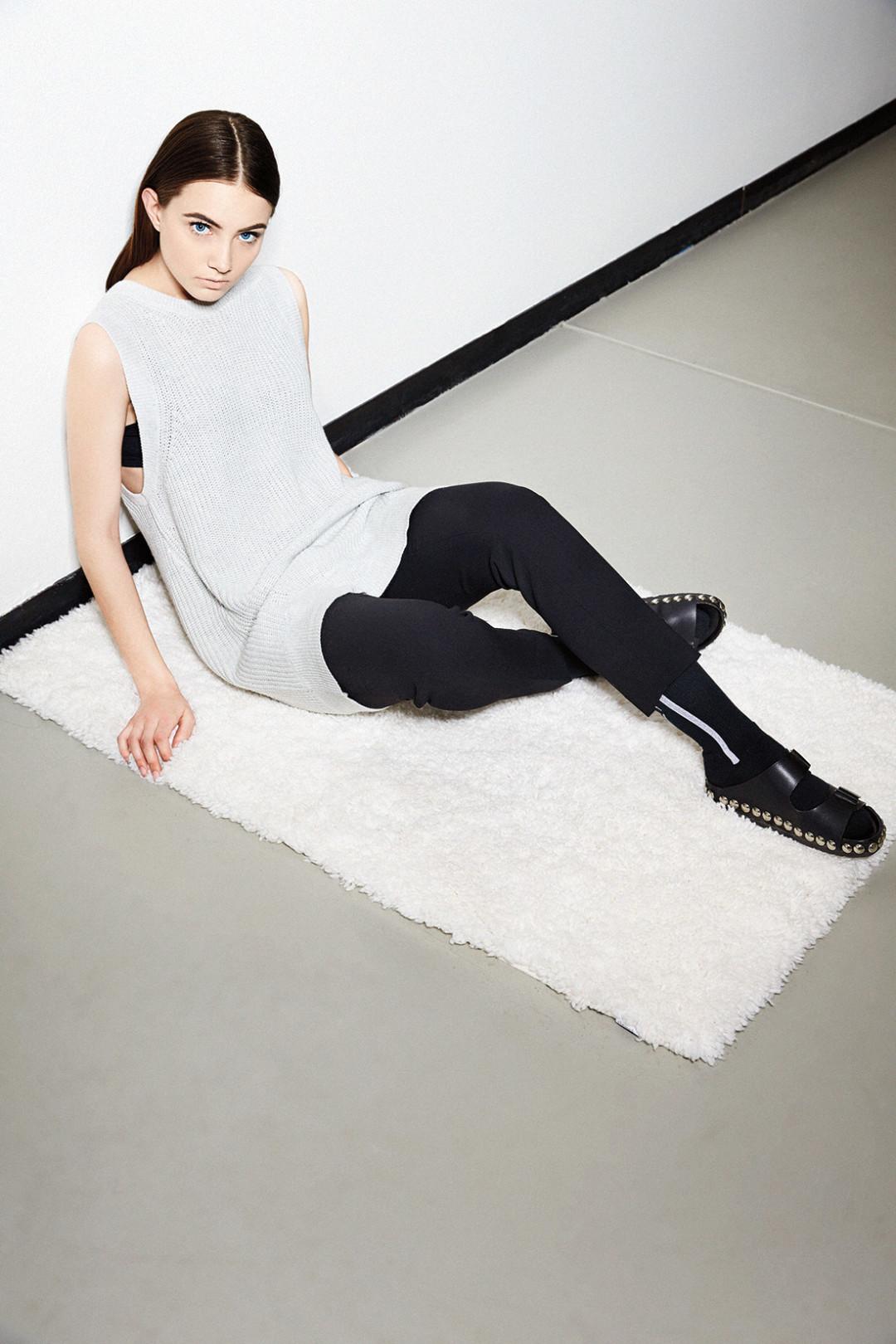 0215 plain spoken grey top black pants ctycd7
