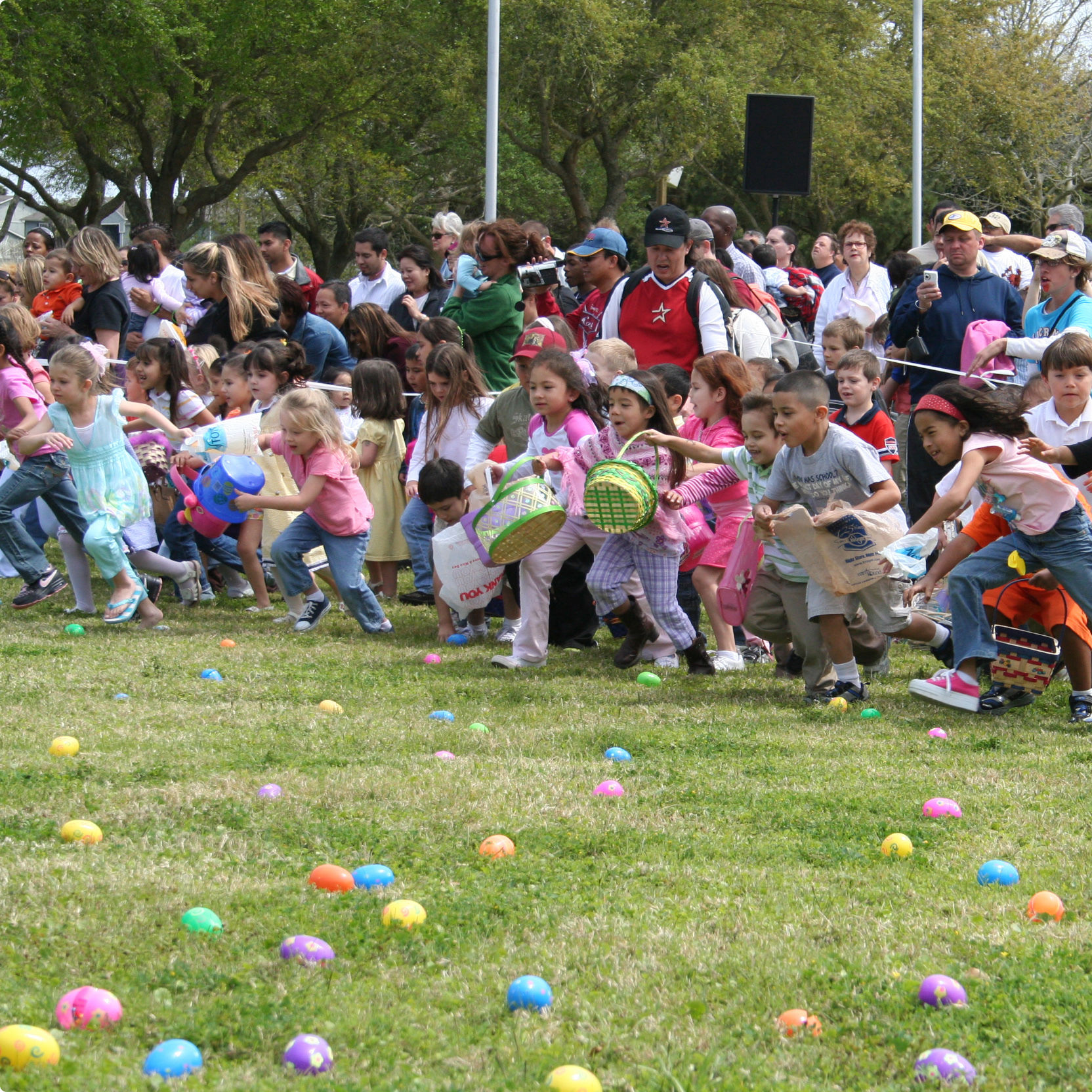 Easter kids running wctyce