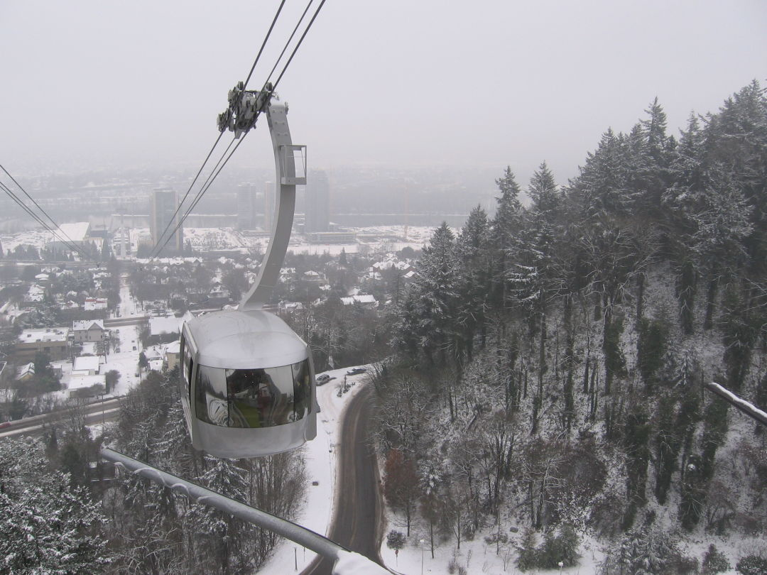 Portland aerial tram in the snow huoplp