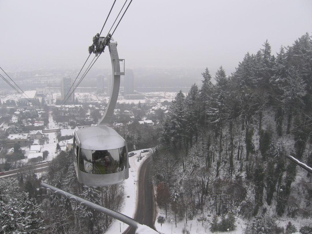 Portland aerial tram in the snow huoplp