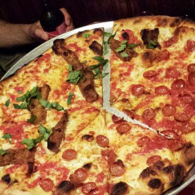 Pizza jerk pepperoni eggplantparmpizza s5eyjs