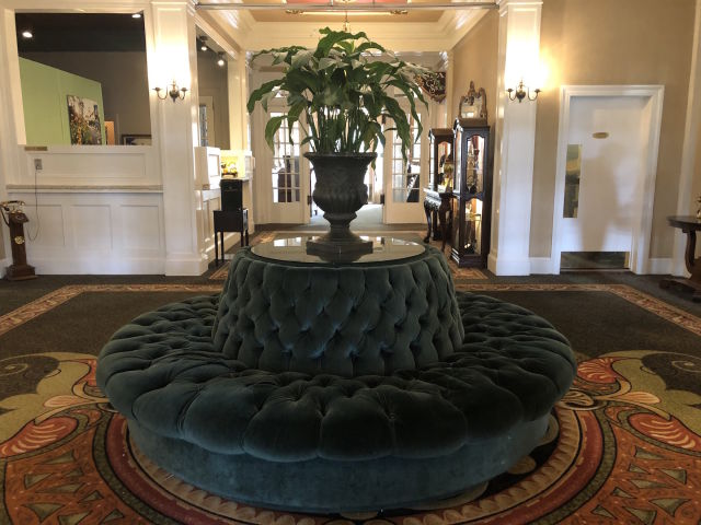 Columbia Gorge Hotel lobby 2020