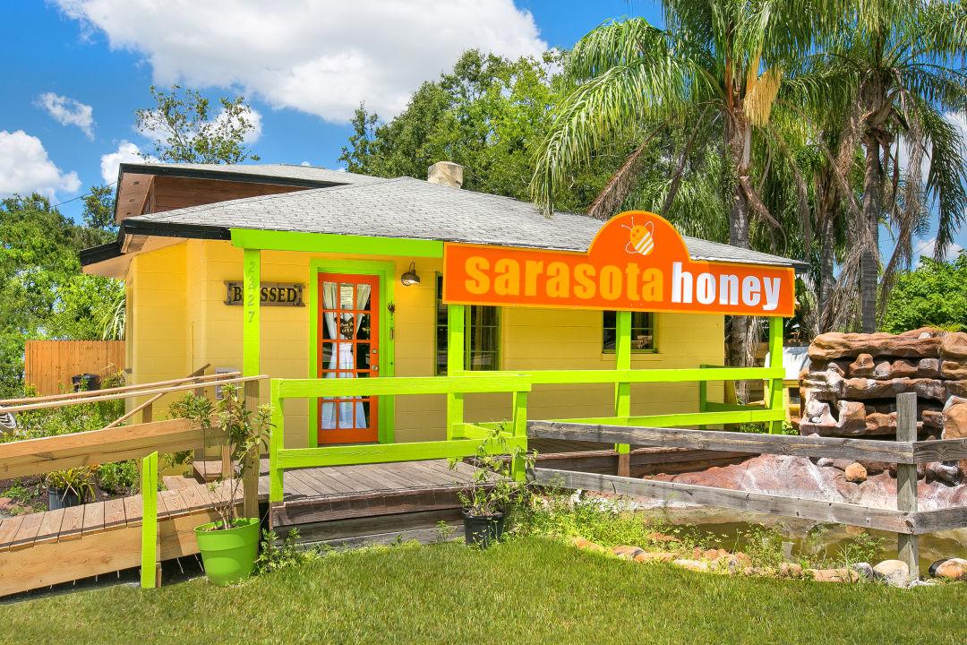 Sarasota Honey Company's University Parkway storefront
