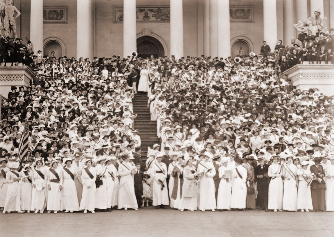 """Suffragists from across the country—more than 5,000 in total—gather on the East Steps of the White House to sing Ethel Smyth's """"Hymn of the Women."""""""