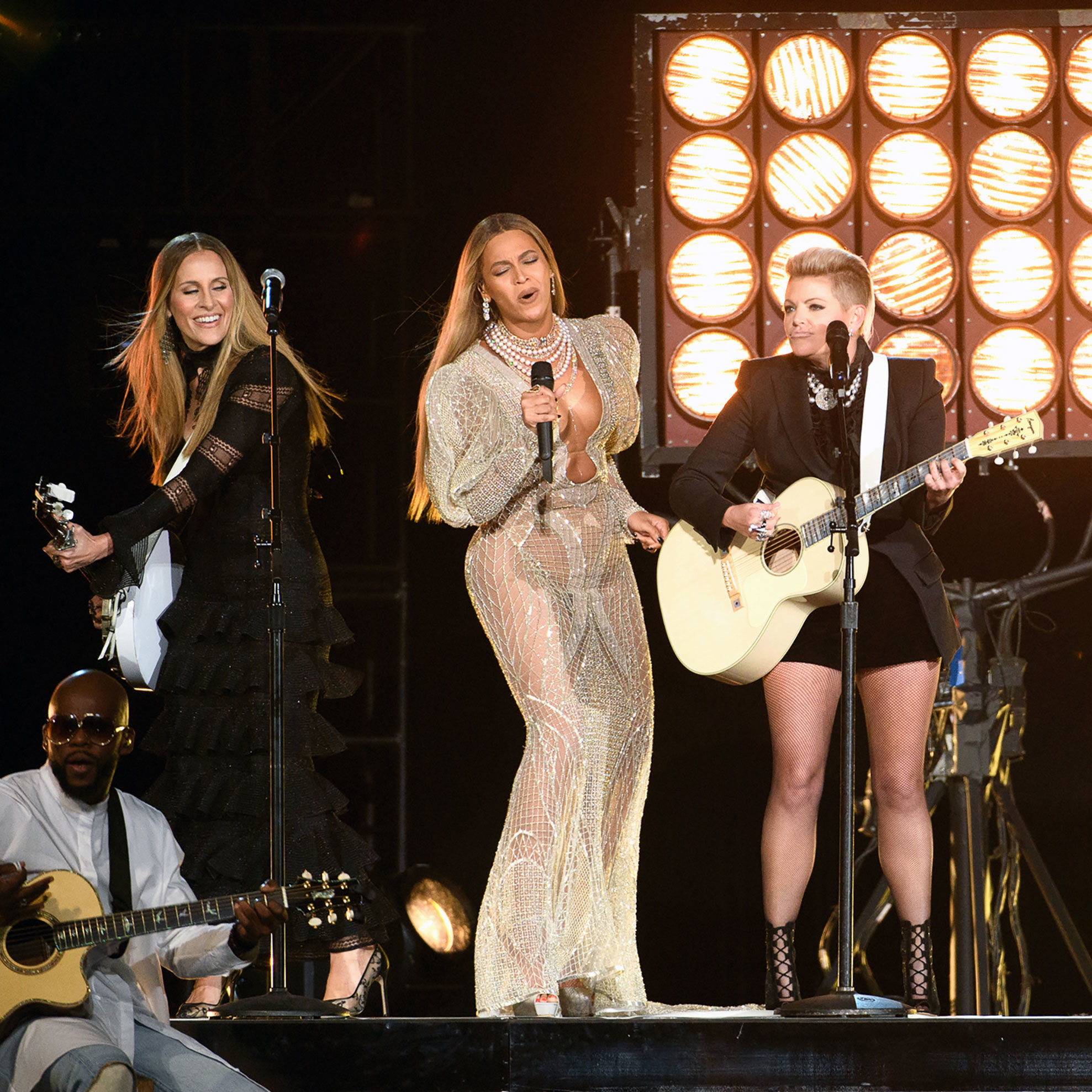 Beyonce cma awards eq33ql