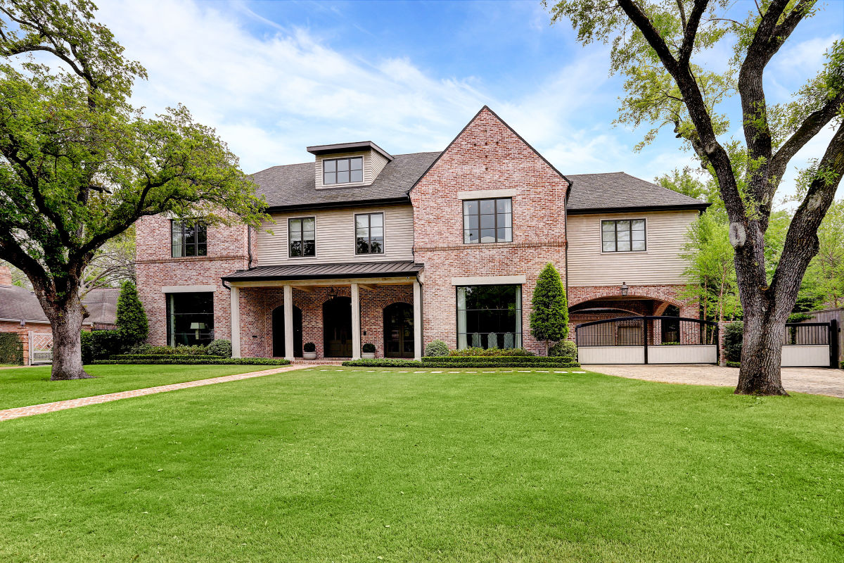 On the Market: A Tanglewood Treasure Made for Entertaining