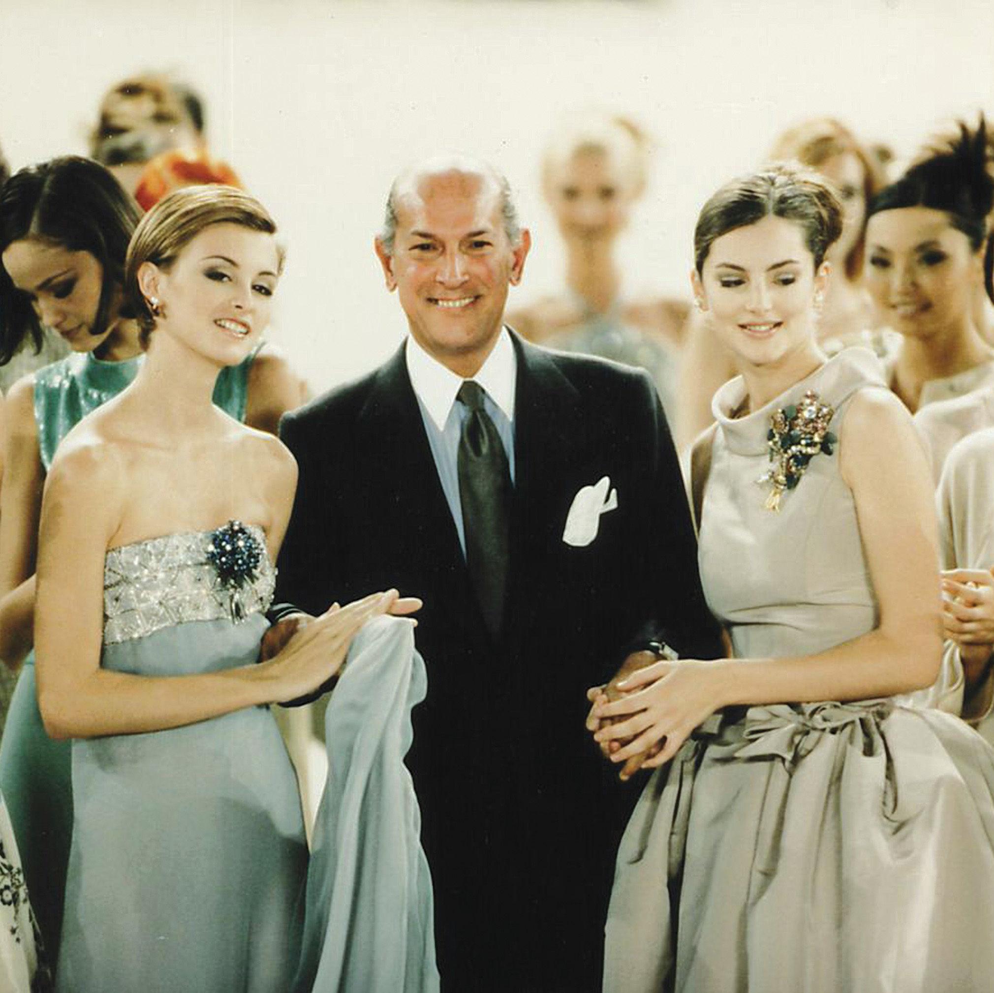 0917 fall arts oscar de la renta with models final of his spring 1996 fashion show pwtkcw