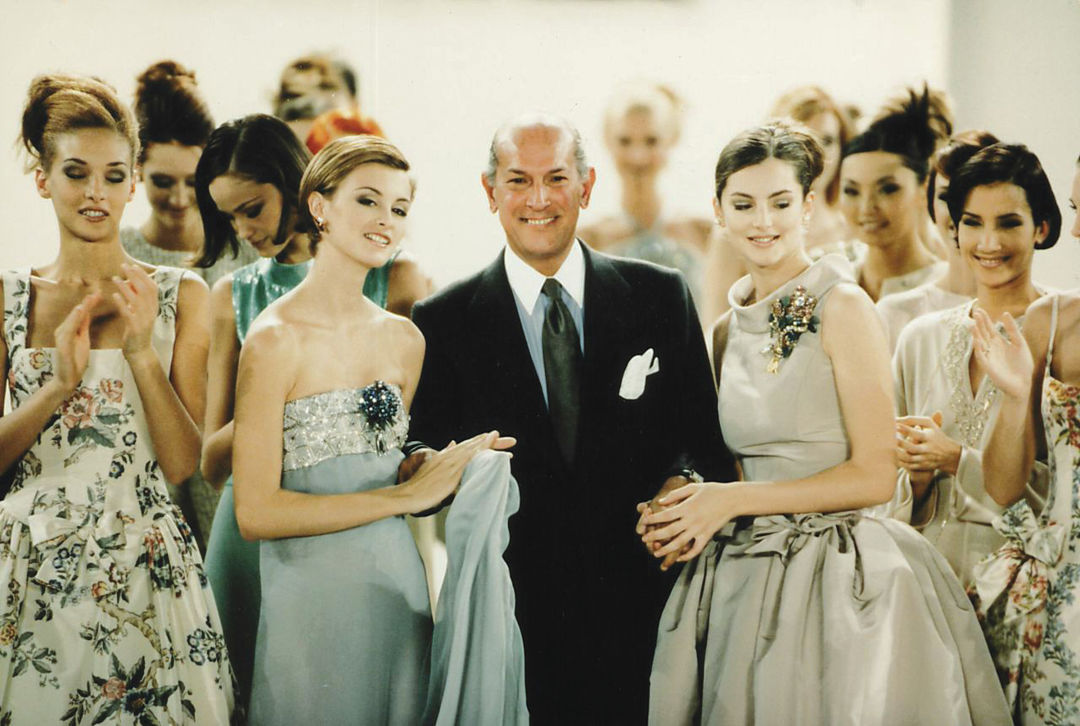 0917 fall arts oscar de la renta with models final of his spring 1996 fashion show pwtkcw