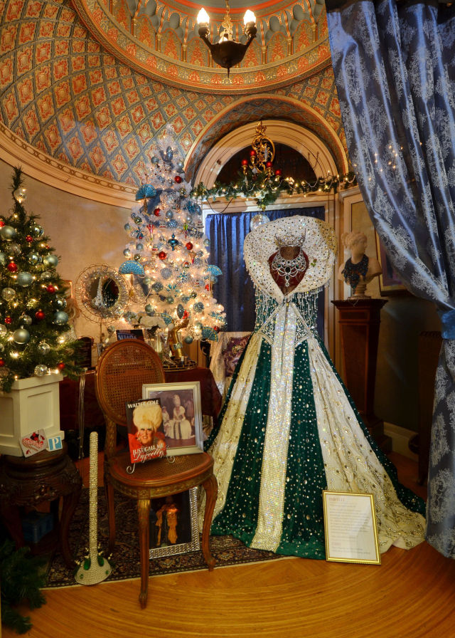 Pittock Mansion Christmas 2020 The Pittock Mansion Has a Darcelle Themed Christmas Room