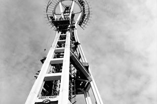 Space needle bw ttyqfz