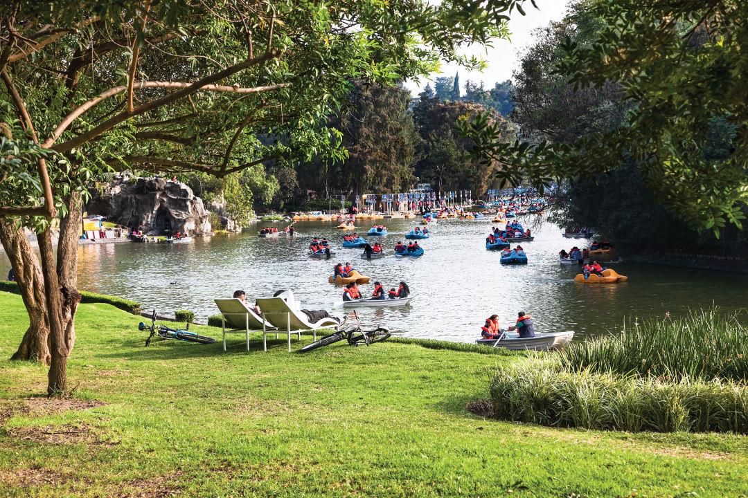 1216 mexico feature mexico city bosque de chapultepec park srcw0j