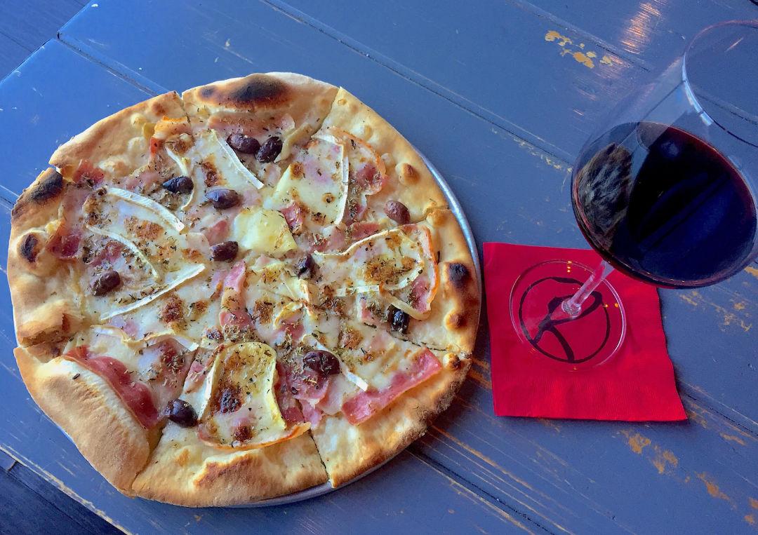 Rouge wine bar pizza 2 uqbk3h