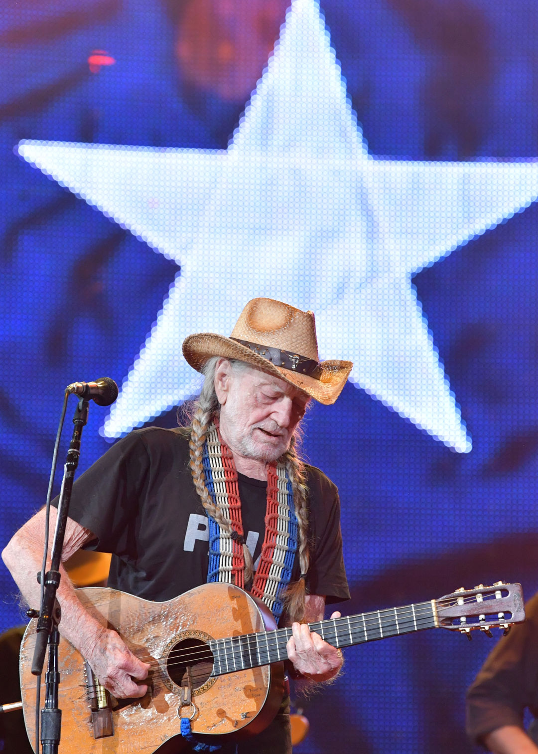 Willie Nelson Still Loves Making Music With His Friends Houstonia Magazine
