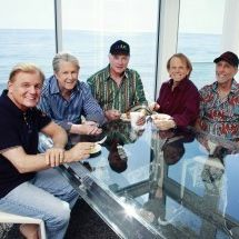 The beach boys at table 2012 guy webster1 300x215 gngdqx