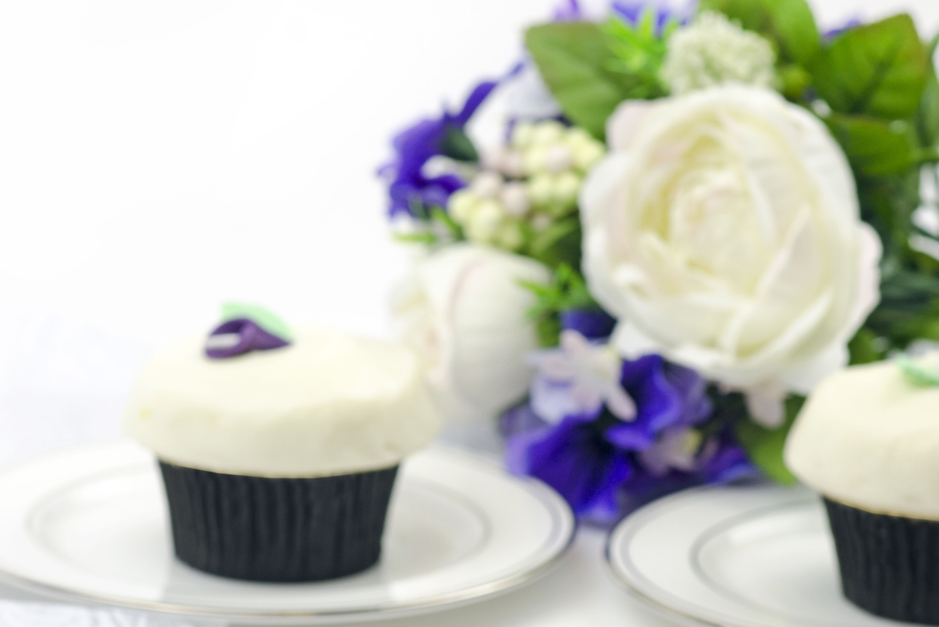 Crave s royal wedding cupcake v038gv