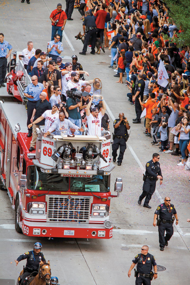 Astros parade hi res 1 cc gk8zlh