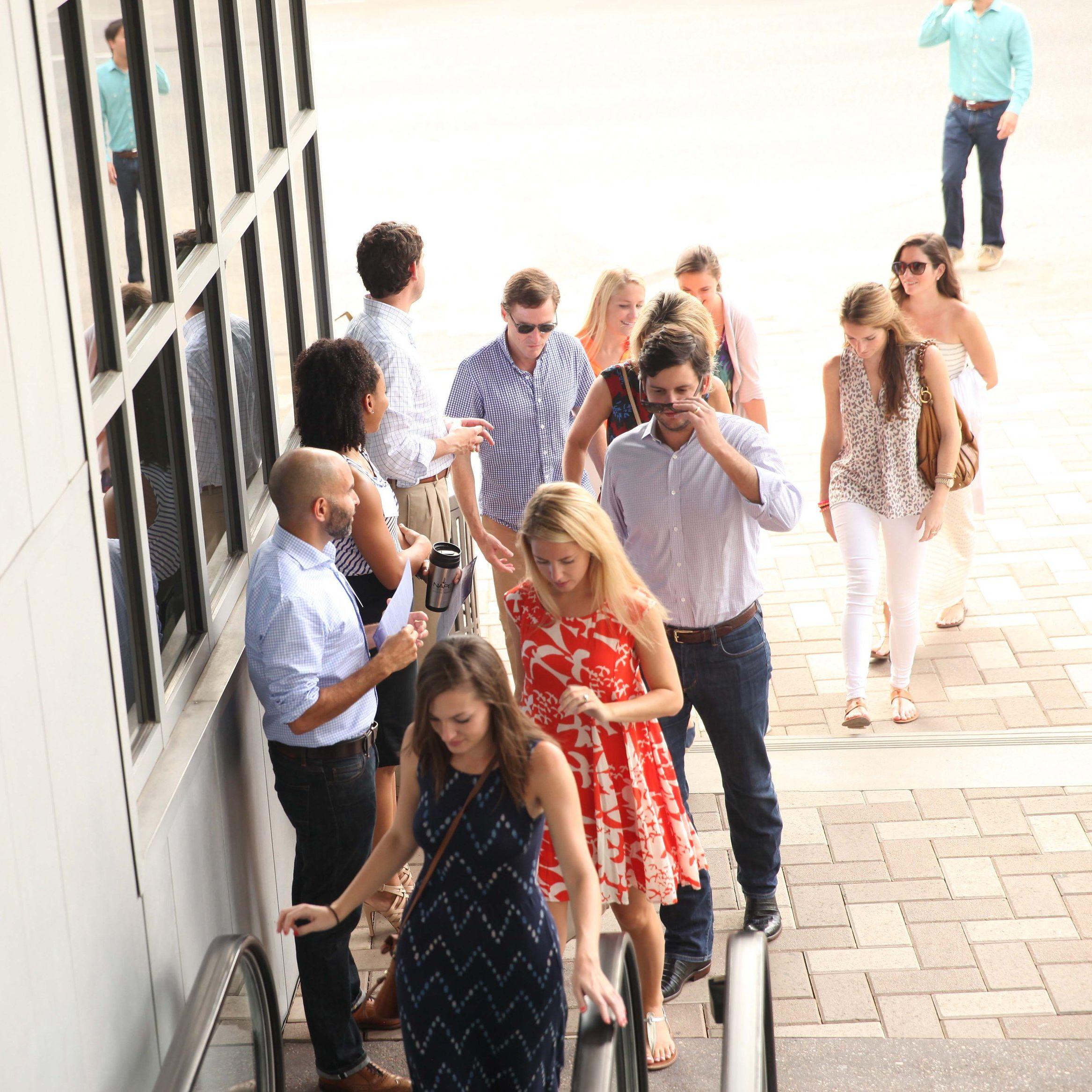 People arriving ehebtp
