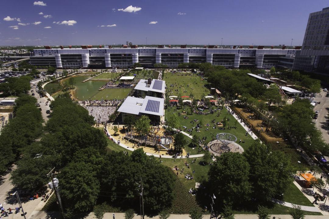 Discovery green facing convention center shwgs6bgzpqrtx9xxs xfjq cmyk l jixz02