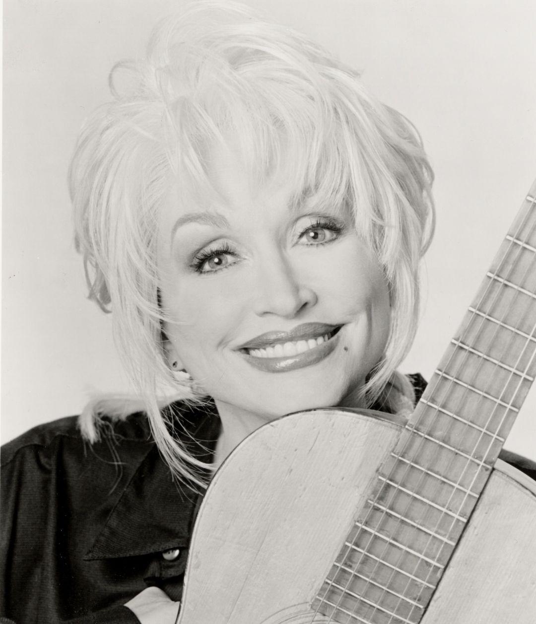Dolly parton with guitar btd7ol