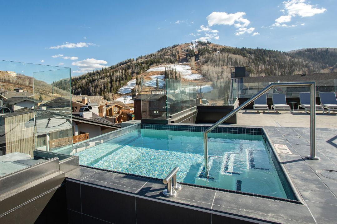 Goldener Hirsch rooftop infinity pool
