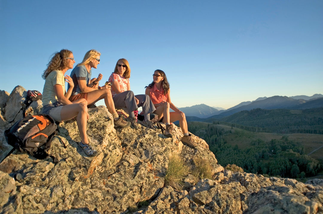 0717 mountain getaways women hiking rcfsb4