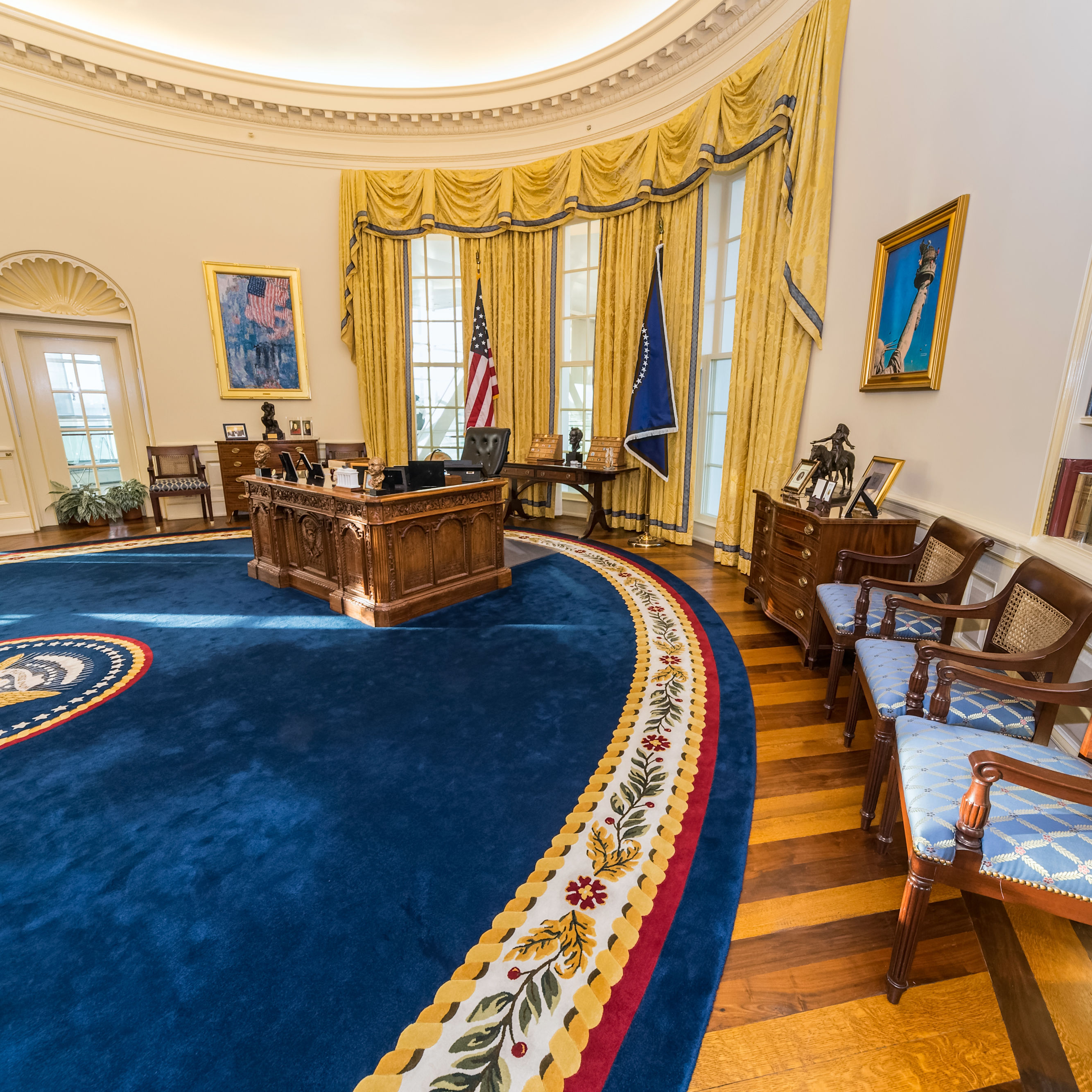 Oval office aykm3h