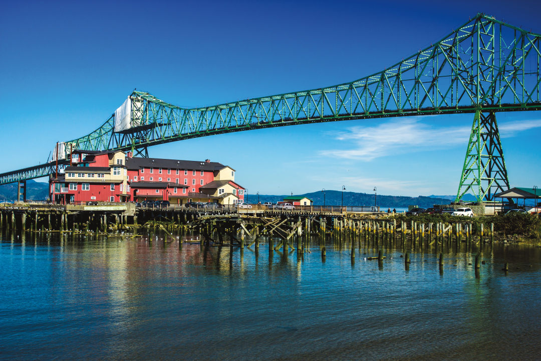 How To Tour The Oregon Coast By Bus Portland Monthly