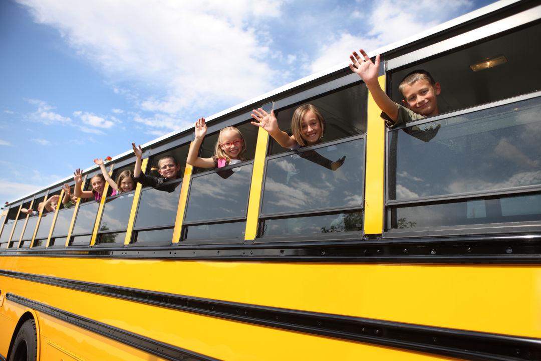 Kids on bus 2016 hn69gh