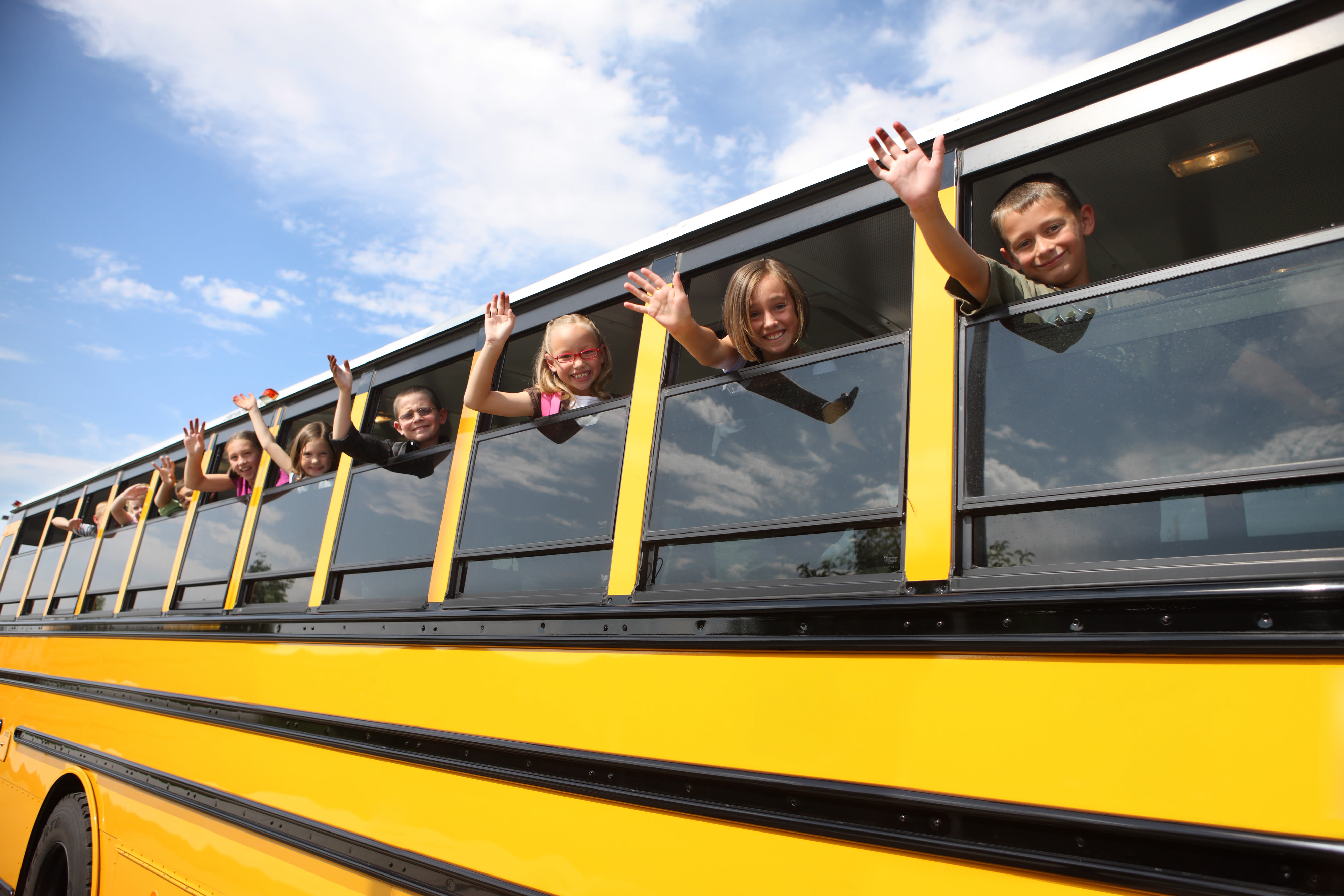 Kids on bus 2016 hn69gh