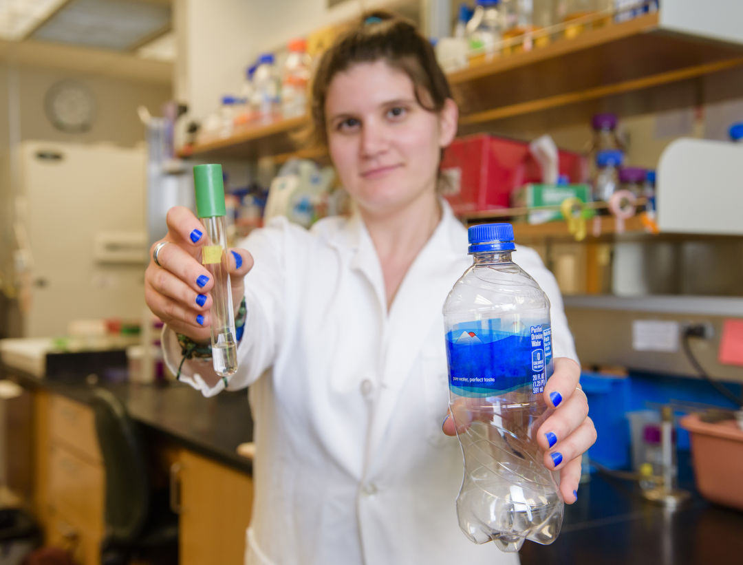 A Reed College Grad Discovers Plastic Eating Microbes
