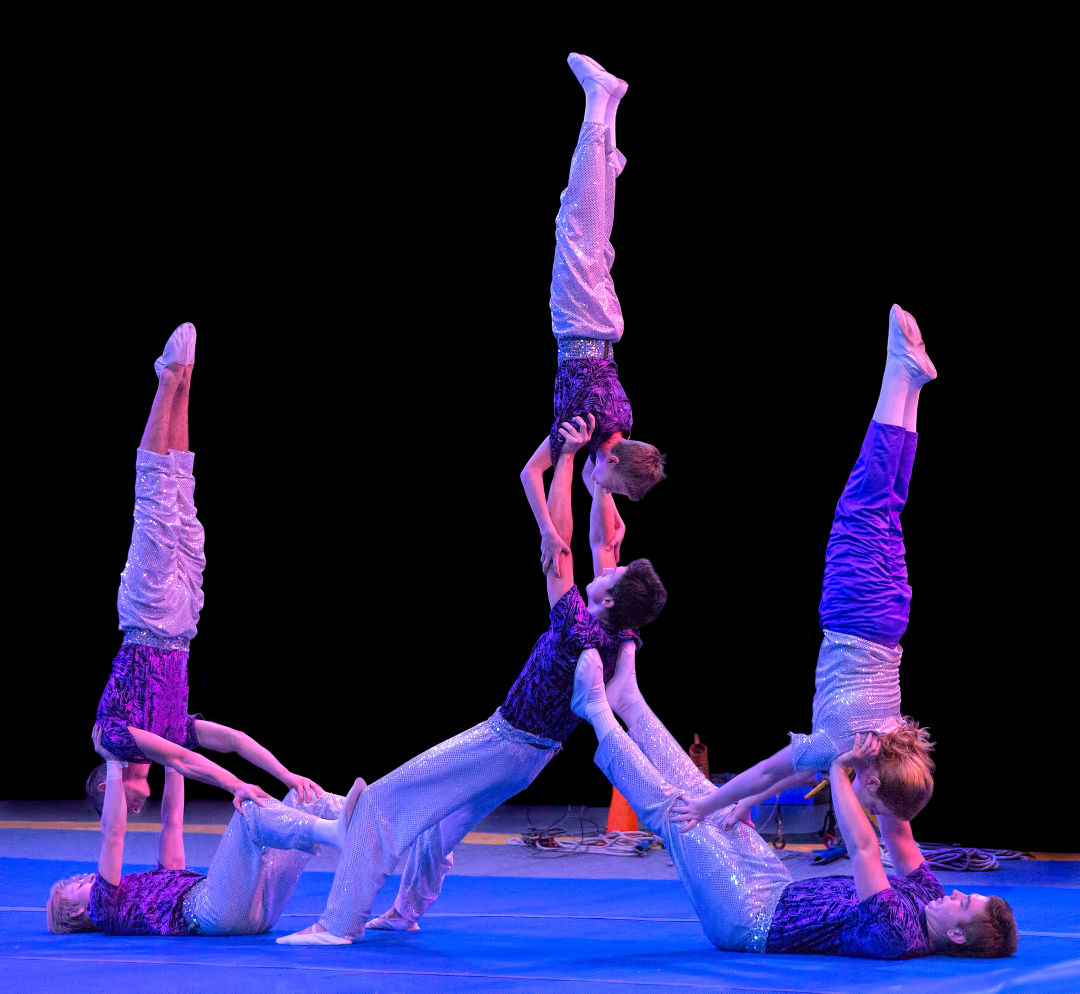 Acrobatics 5 qt02ab