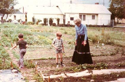 1975 community garden nlfvn5