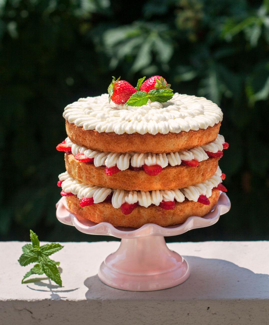 Enjoyable 9 Seattle Cake Filled Bakeshops We Love Seattle Met Birthday Cards Printable Trancafe Filternl