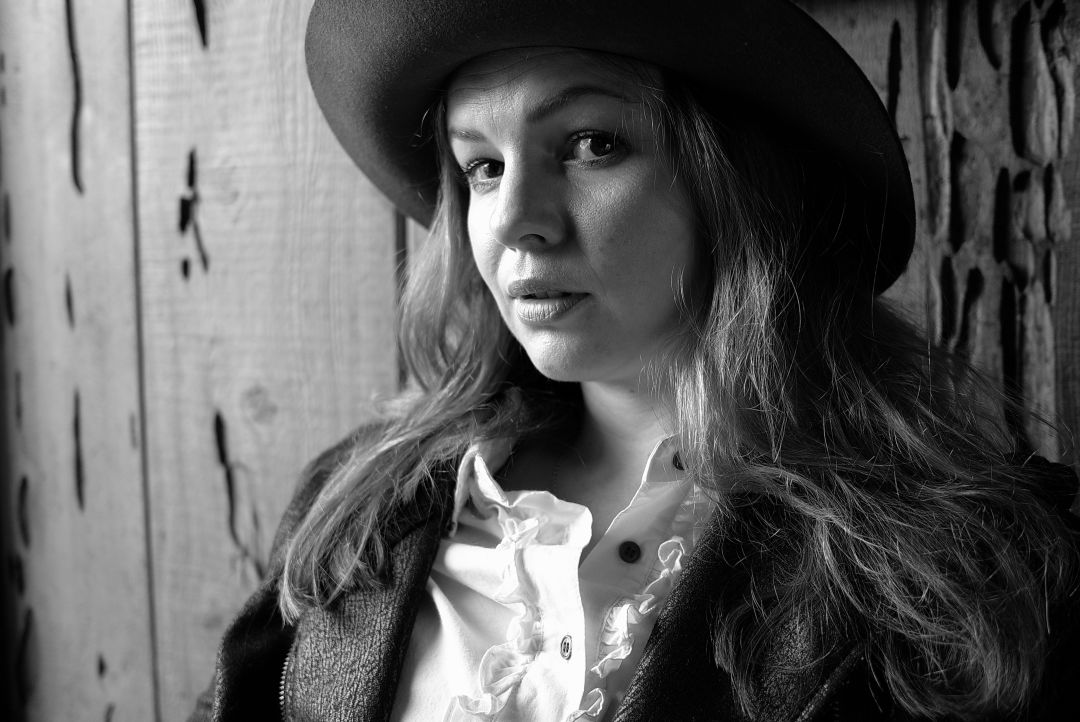 Amber tamblyn   credit katie jacobs fnfytv